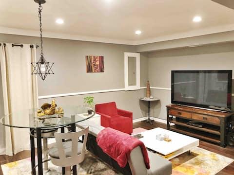 Stylish & Modern Basement Suite, Reserve Parking