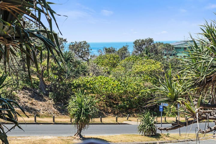 16 Pt Lookout Beach Resort | 1 Bed, Loft, 1 bath 50m to beach, sleeps 4