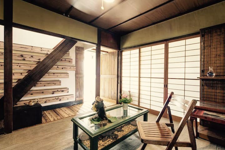 Build 50 years old classic home w/ wooden balcony - Jōyō-shi - Casa