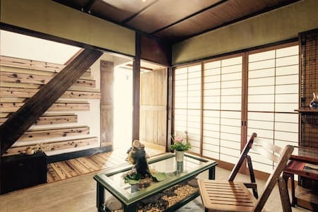 Build 50 years old classic home w/ wooden balcony - Jōyō-shi - 一軒家