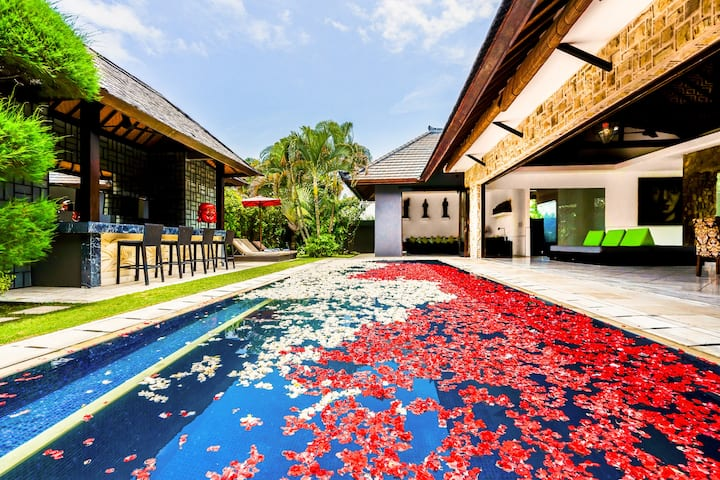 ♥Large Luxury♥ 3Bdr Villa In Seminyak With 2 Pools