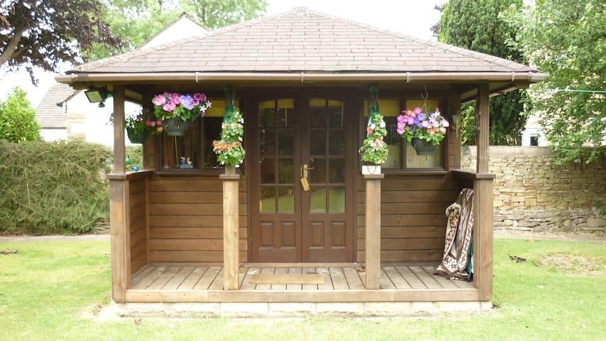 Beautiful Quiet Summer / Garden House