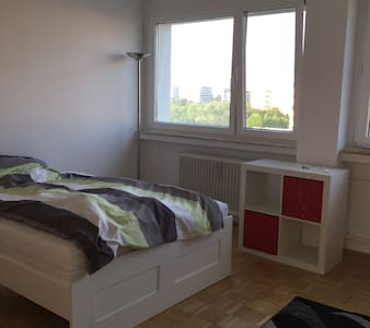 one furnitured room for family,tourist,couples - München
