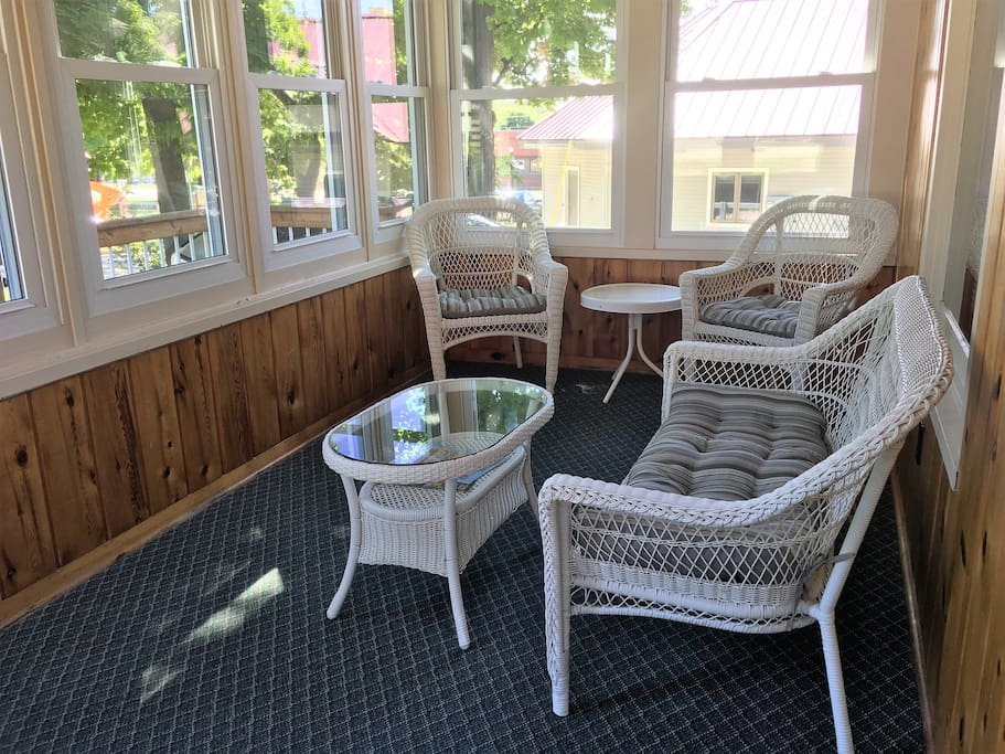 Screen porch welcoming you in