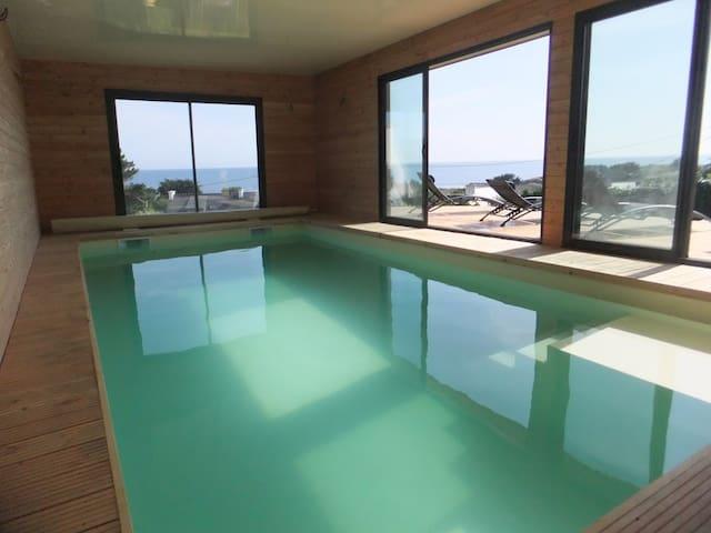 Pointe du raz villa vue mer piscine intérieure