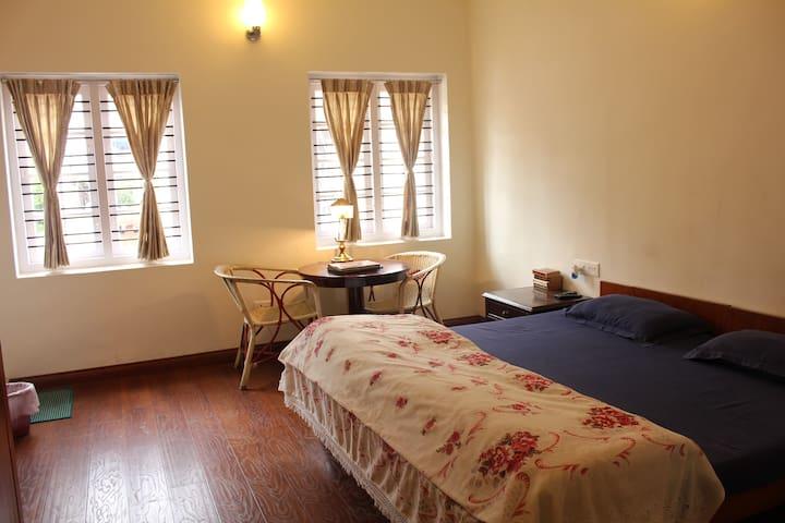 Deluxe Double Room @ Colonel's Inn