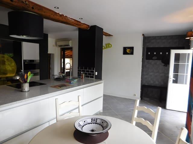 Grande maison avec Piscine Chauffée - Saint-Martin-de-Gurson - Hus