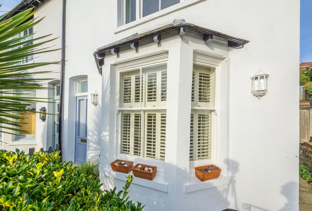 Sea Holly is a charming period cottage nestled into Hythe's picturesque hillside within the conservation area, with lovely views over the town and to the sea beyond