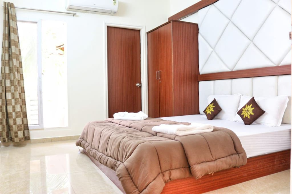 1st Master Bedroom with super king size bed