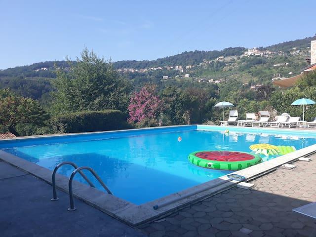 Vicino lago d'Iseo con piscina condivisa