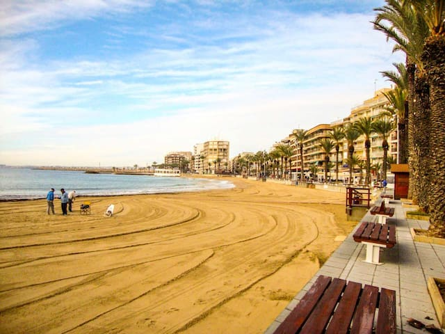 You will enjoy your holidays on the Spanish beach