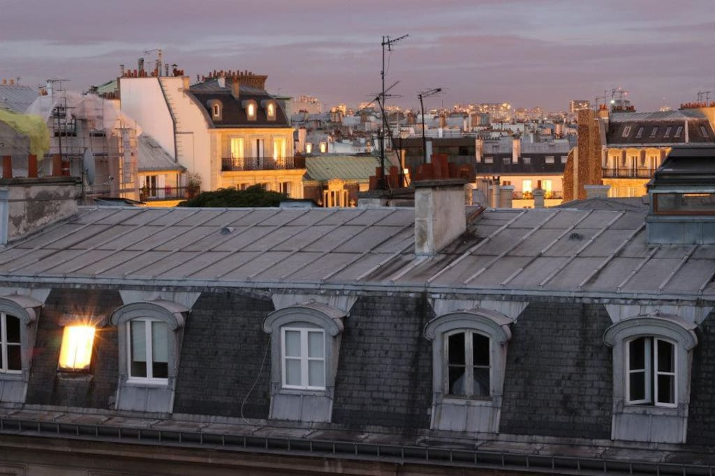 Vue sur les toits de Paris depuis tout l'appartement
