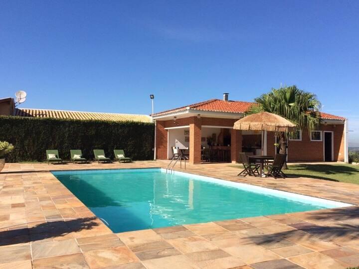 VV1150 Casa com piscina em Valinhos