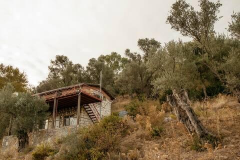 Dubleks Taş Köy Evi. İzole, Doğada, Denize 20 dk