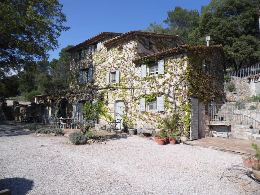 Maison de charme salernes maisons louer villecroze for Location maison salon de provence le bon coin