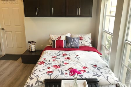 Newly built, modern and cozy Suite near UCF.