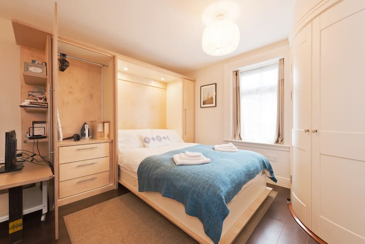 Luxury Studio Sleeps 2 in City Ctr - Dublin