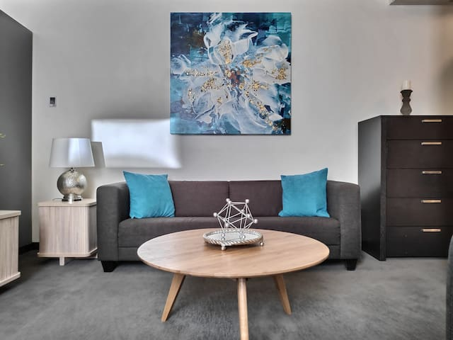 Upscaled Loft next to MTS Centre Downtown Exchange