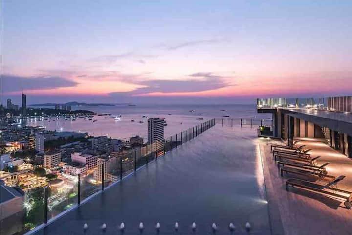 THE BASE 海景无边泳池网红公寓 中文房东