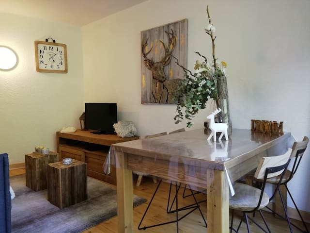 Warm studio, for 4 guests, close to the slopes and shops, at the heart of Charvet village in Arc 1800