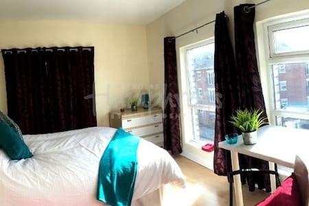 Near City Centre, Art and Student area - Liverpool
