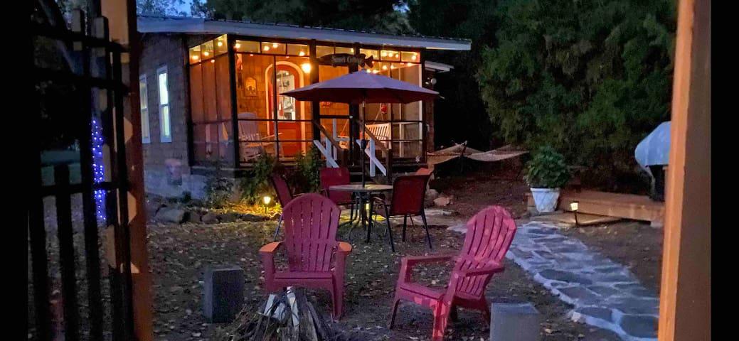 Sunset Cottage on Cross Lake