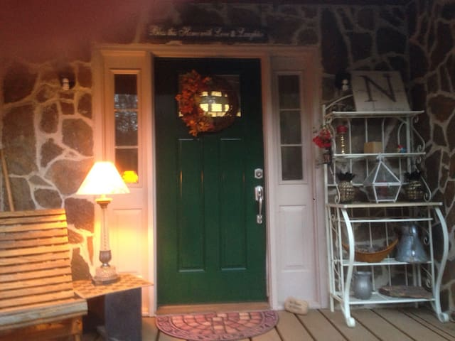~2 bedrooms & private bath, Carrollton, Lake View