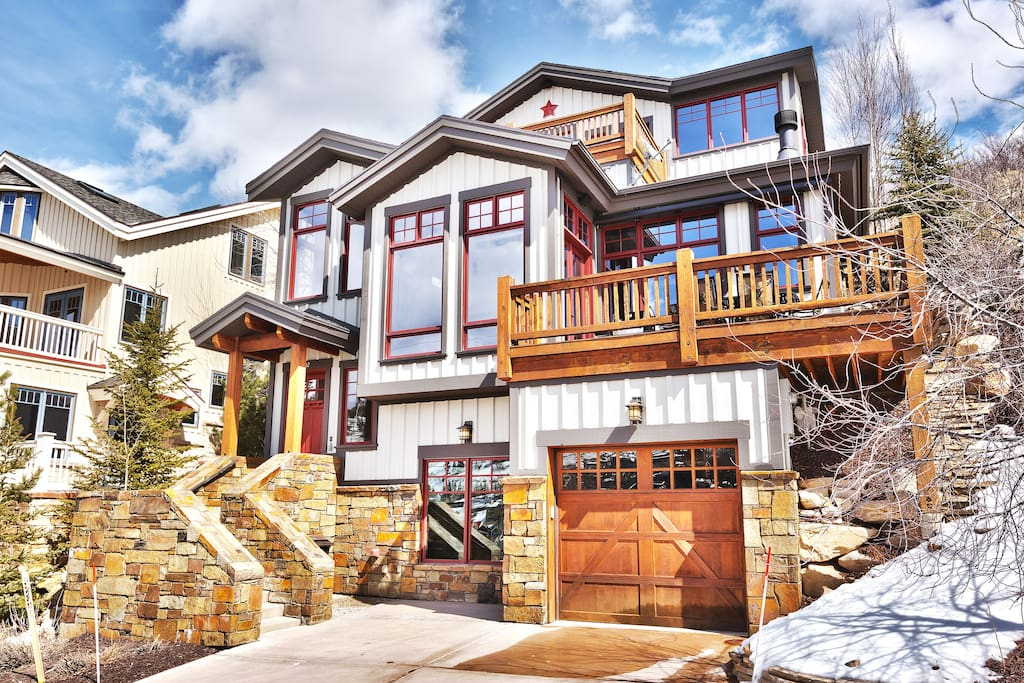 Welcome to 202 Ontario: 4 stories, 2 decks, 1 car garage, 2 car driveway, hot tub, outdoor BBQ.