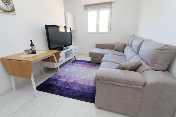 Lovely Apartment 2 mins walk from the Beach, WIFI