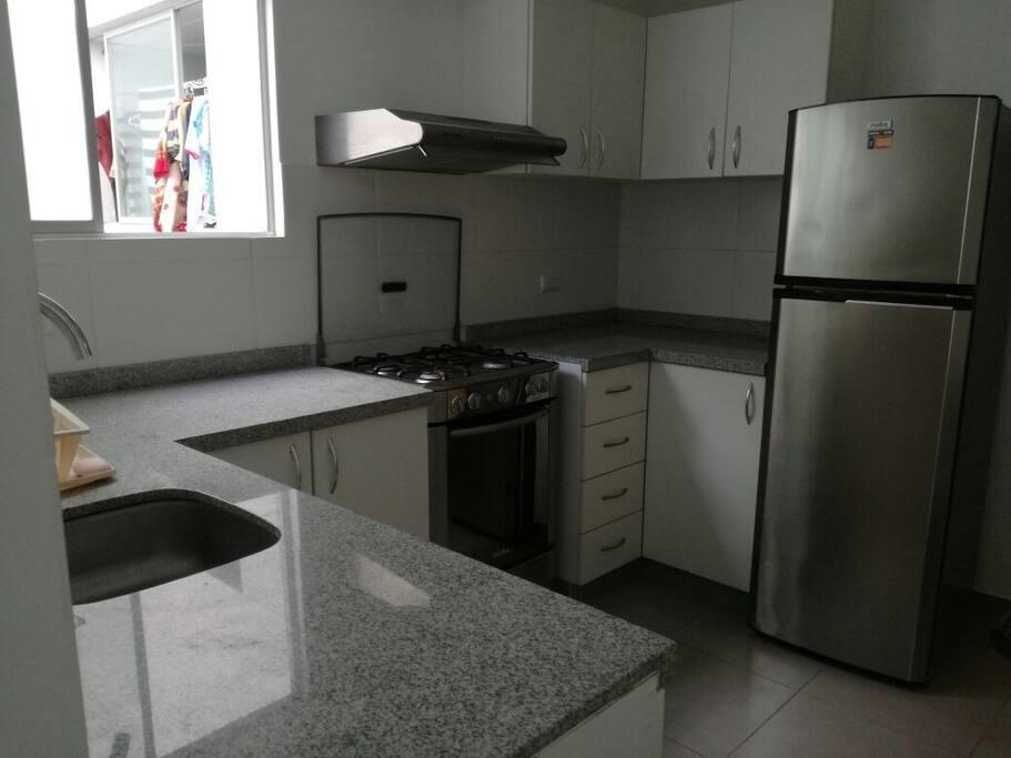 Acceso a cocina totalmente equipada.  Access to a fully equiped kitchen