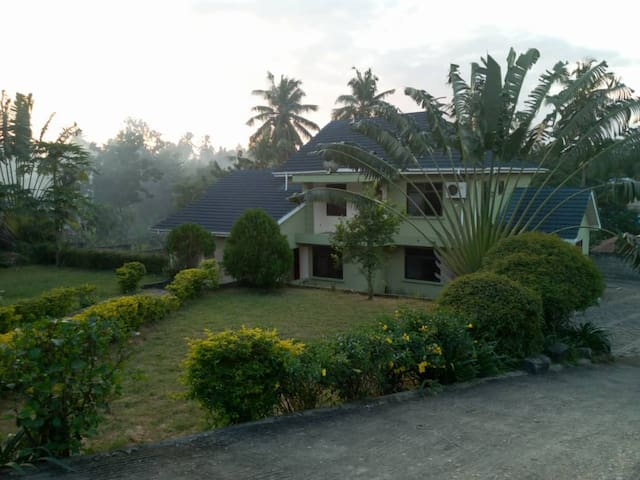 Happy Susan House with guite and big garden