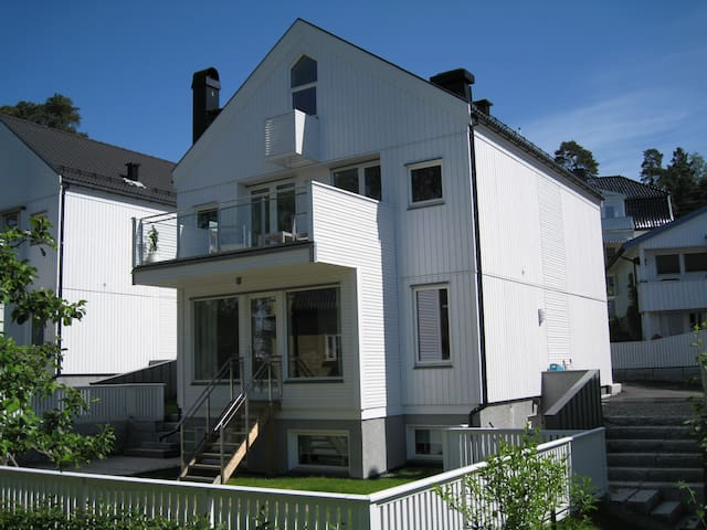 Room in modern townhouse. 12 min from Oslo C.