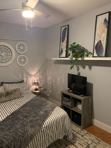 Beautiful, private room close to Bethel and I5