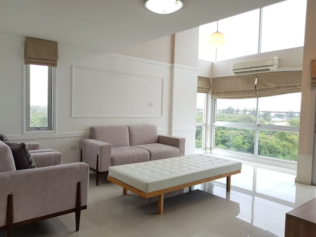 LOFT RELAX WIFI OPTIONAL 15-20 mins to airport