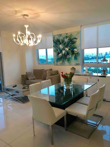 luxuries apartment in downtown coral gables!