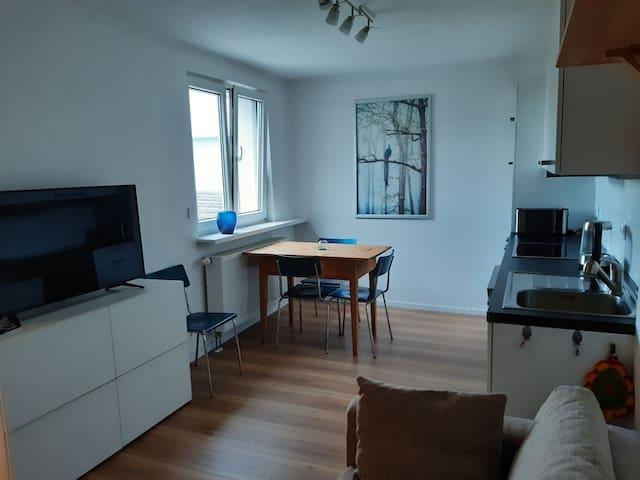 Wohnung mit Innenhof, Rasen und Parkplatz