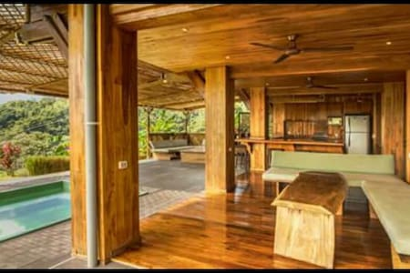 Luxury Mountain Lodge - Playa Hermosa