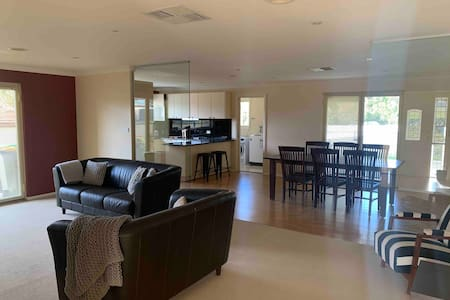 Immaculate Entire House near University Free Wifi