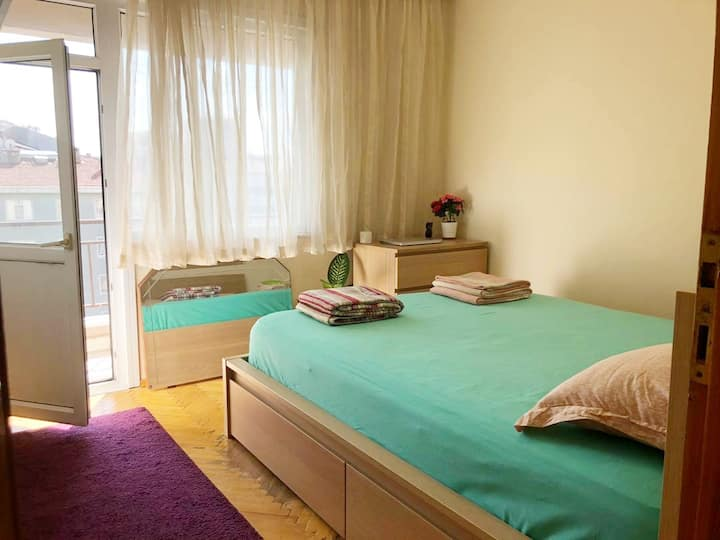 Sunny Room in Big Appartment in Istanbul.