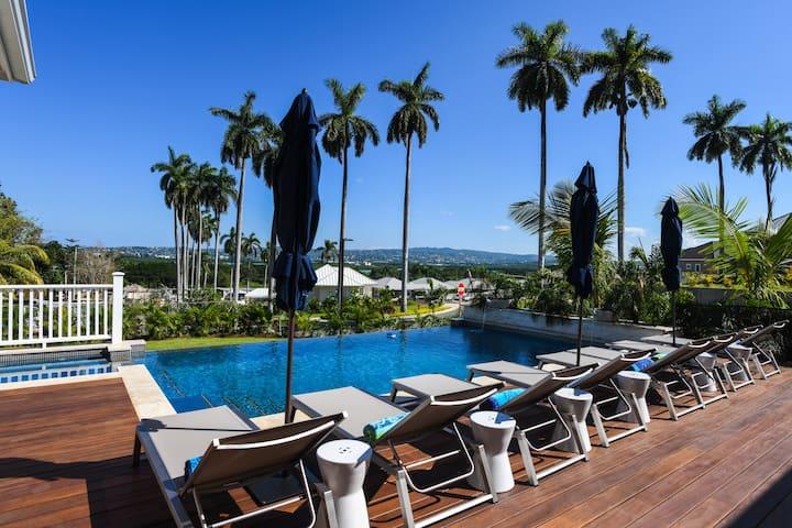 Villa w/butler, heated Jacuzzi/pool, beach access