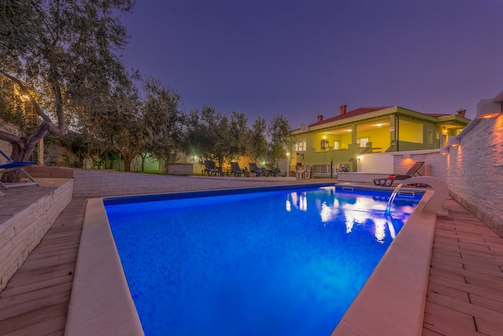 Beautiful family villa with swimming pool