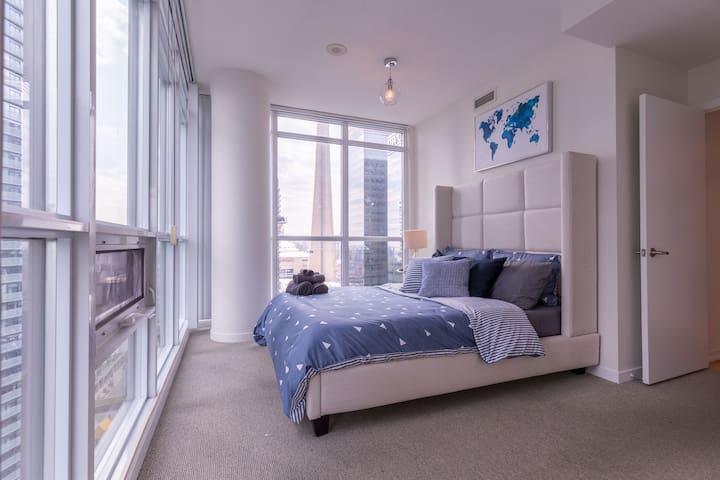 Sun Filled 2 Bedroom Corner Unit PARKING INCLUDED!