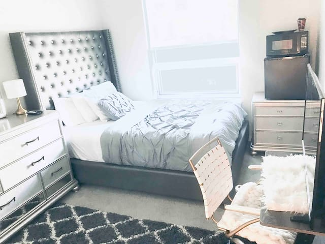 Private bedroom & bathroom - near DOWNTOWN Boston