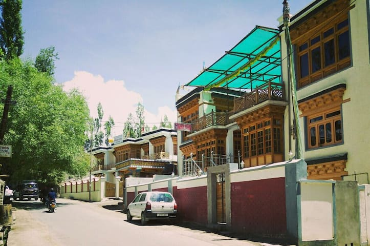Youthok guest house - Leh - Bed & Breakfast