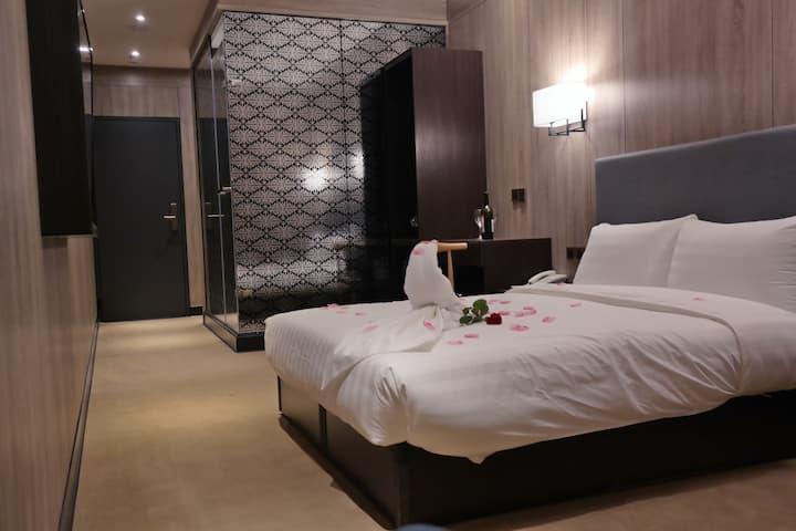 Double Room 兩人一大床 | ~台北車站Z2出口(亞洲廣場5F)搶先預訂!全新美亞商旅!