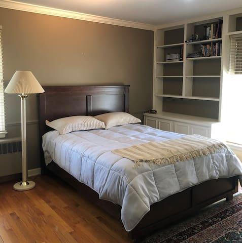 Private Room in Lovely Lakeside Neighborhood BR1