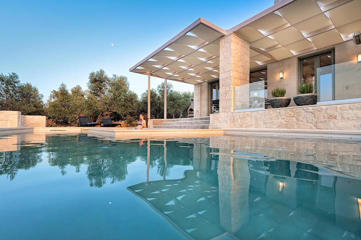 Villa for up to 7 people with pool