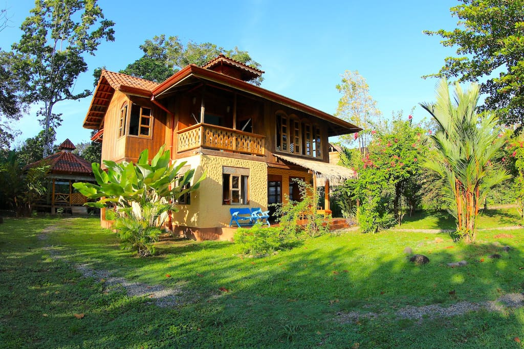 Gorgeous 2 story beach front house houses for rent in for Costa rica rental houses