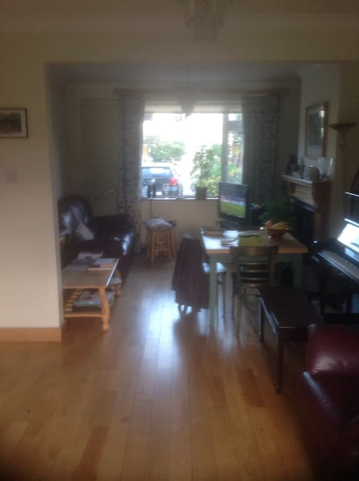 Proud home owner occupier. Very sociable person. - Maisons ...