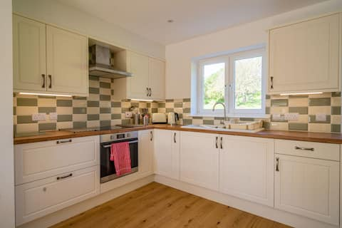 3 Bedroomed newly built cottage with 3 bathrooms